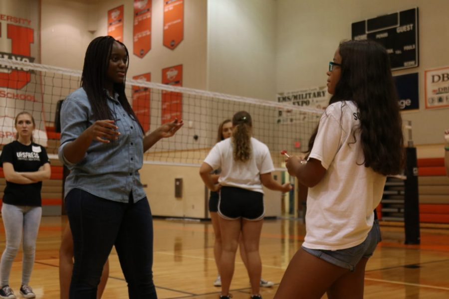 After introducing herself, sophomore Robin Ntankeh talks to junior Kaitlyn Mould about her dream job. During this ice breaker, students were talking to new people and discussing questions that were asked.